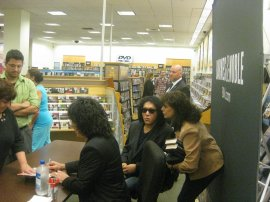 Lyn greets Gene at the KISS Nothin' to Lose book signing in Staten Island, NY.